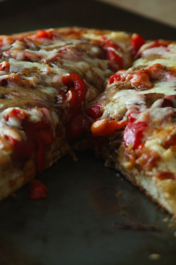 Roasted Red Pepper and Fontina Pizza with Balsamic Glaze | ohsodecadent.com