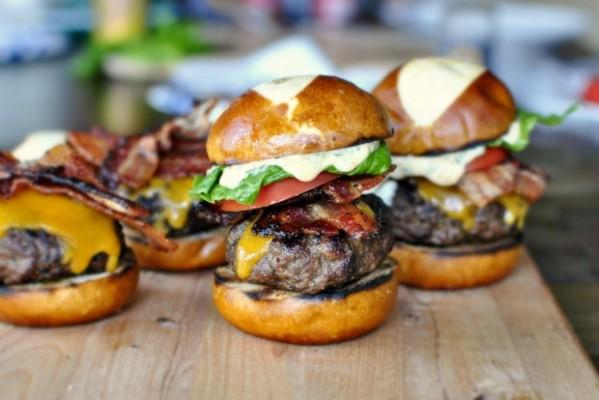 Bacon-Cheddar-Ranch-Pub-Burgers-www.SimplyScratch.com-00-620x414